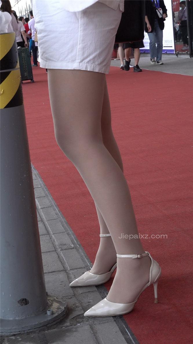 4K - 顶级美腿,配肉丝袜高跟 [1.70 GB/MP4]