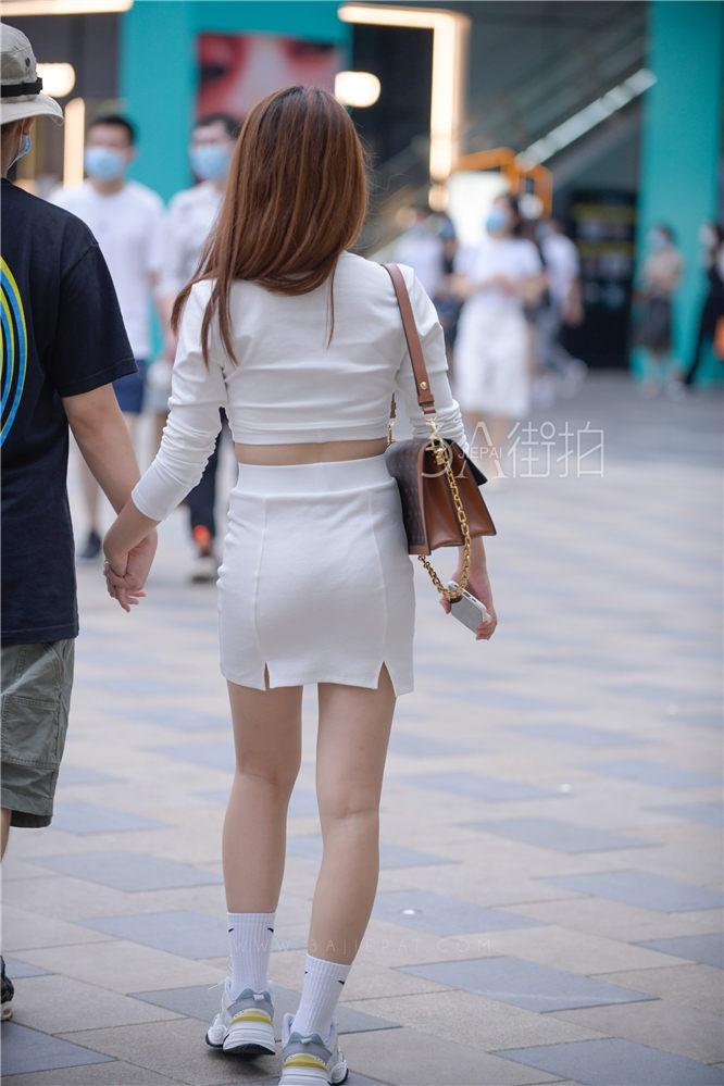 [其他] 20200823 身材丰满白色白色包臀裙充满诱惑 -20P