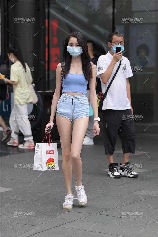 [街拍热裤系列] 热裤美女,她这腿真心长啊